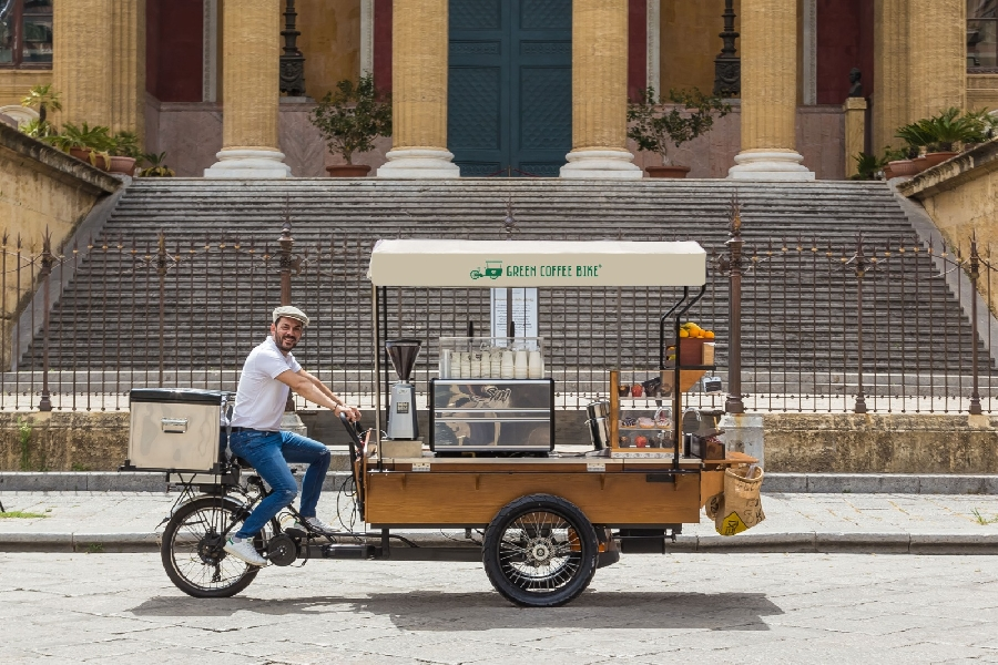 https://www.orogastronomico.it/immagini_news/06-08-2020/nasce-green-coffee-bike-morettino-modo-bere-caff-allaperto-600.jpg