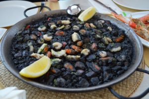 paella-hamburger-coffee-caviar-black-rice-black-caviar-food-black food-cibo-sicilia-bio-vegan-veggy-ricette-può accompagnare solo-riso venere-rice